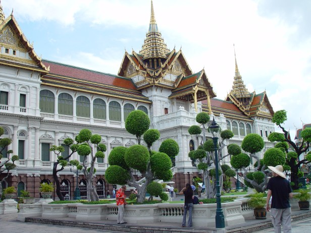 grand_palace_in_bangkok_-_chakri_mahaprasad_hall