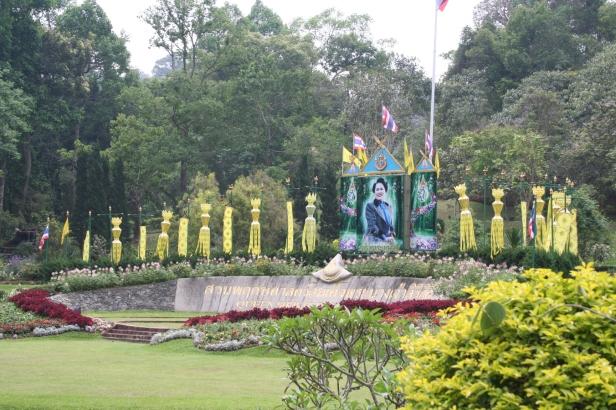 queen-sikirit-botanic-garden-w